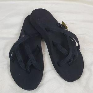 NWT Teva Olowahu Crisscross Sandals